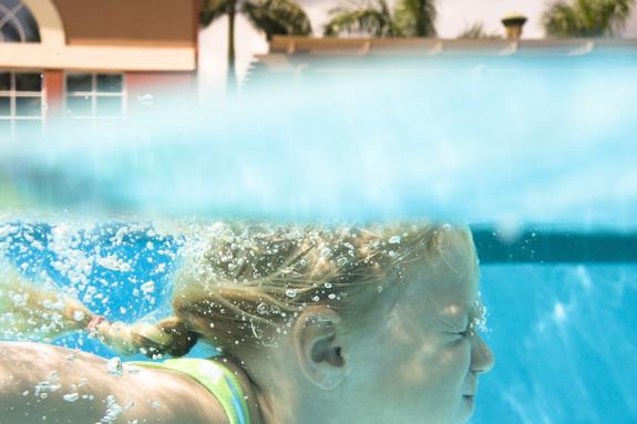 Arregla los mosaicos de tu piscina