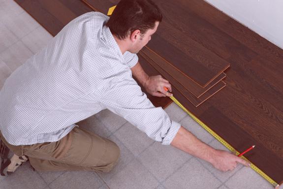 C mo colocar suelos bricopared beissier for Suelos laminados o vinilicos