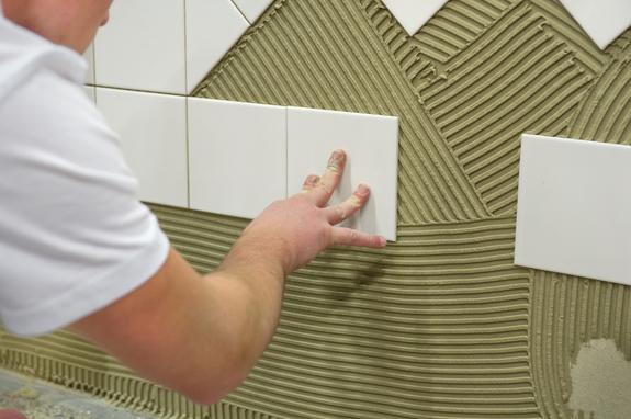 Revestir con azulejos una pared bricopared beissier - Que azulejos poner en el bano ...