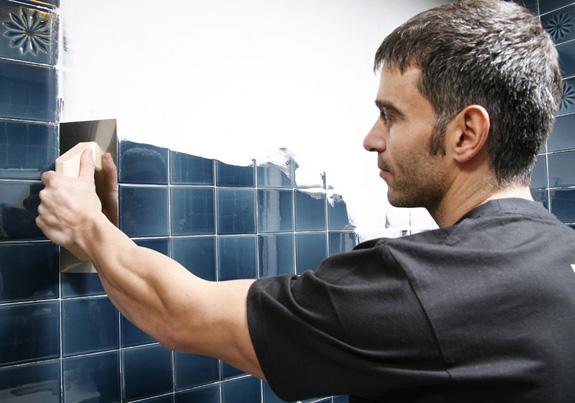 V deo tutorial tapar azulejos sin obra bricopared - Cubrir azulejos sin obra ...