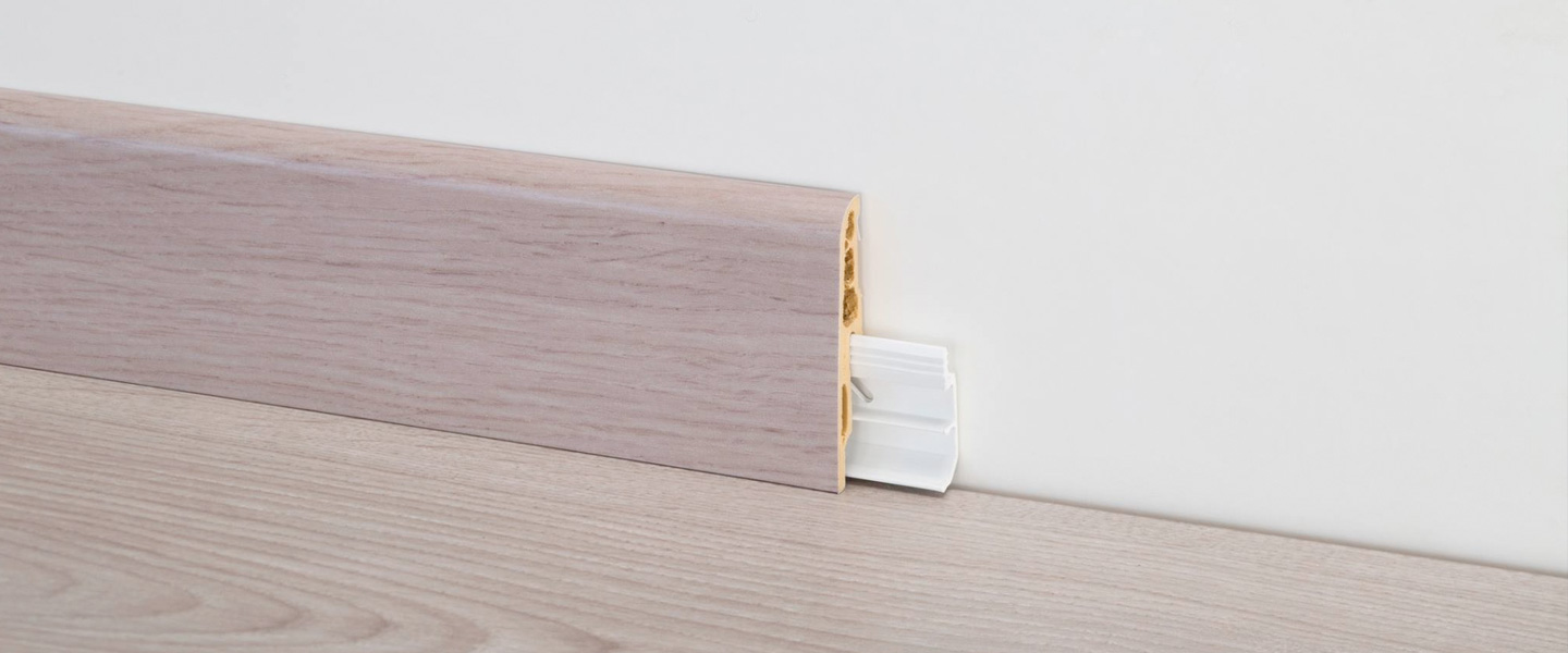 Parquet con zocalo blanco excellent with parquet con for Zocalo blanco