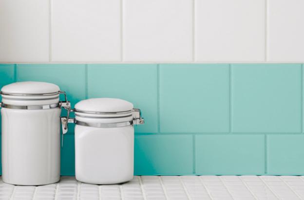 3 originales formas de pintar los azulejos bricopared - Trucos para limpiar azulejos ...
