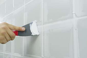 C mo renovar las juntas de los azulejos bricopared - Microcemento sobre azulejos ...
