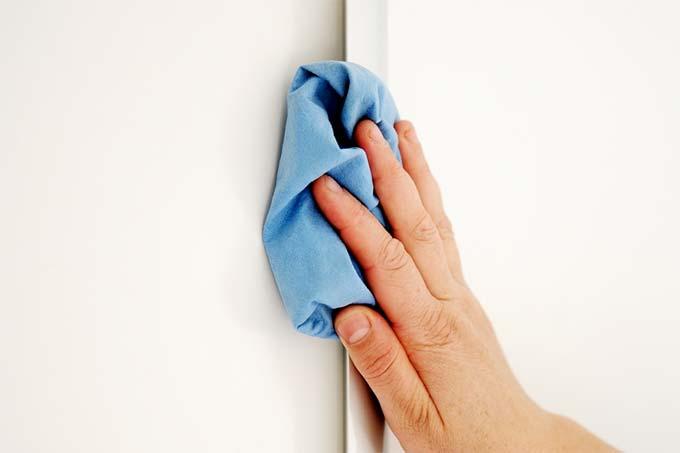 Eliminar moho y microorganismos de la pared bricopared - Quitar manchas de moho en paredes sin lejia ...