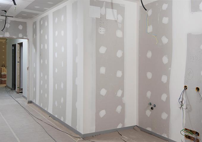 Las paredes de cartón yeso son un buen ejemplo de por qué hay que regularizar la absorción