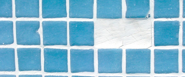 Cómo reparar grietas y baldosas en piscinas