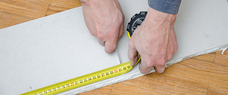 Reparar golpes profundos en paredes de yeso laminado