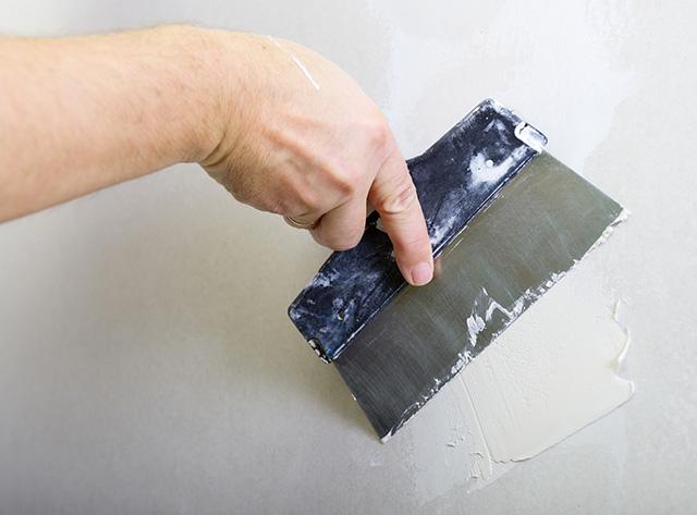 Reparar un agujero grande en una pared mal consolidada