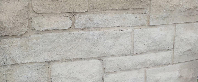 Efecto de imitación de piedra en paredes y muros