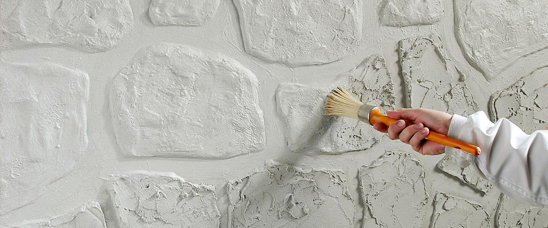 Imitación de piedra natural en paredes y muros