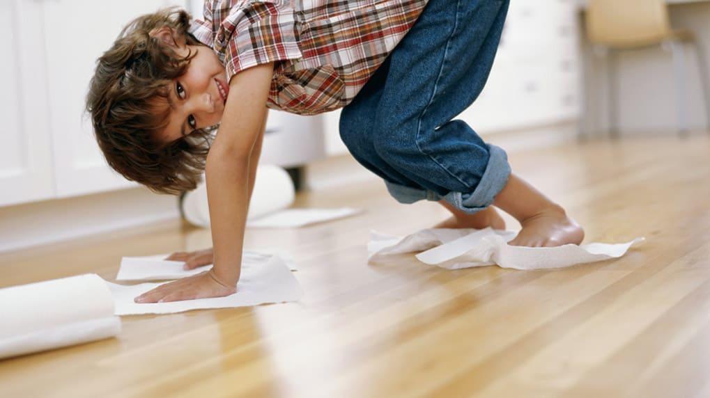 Limpiar manchas de pintura sin estropear el suelo