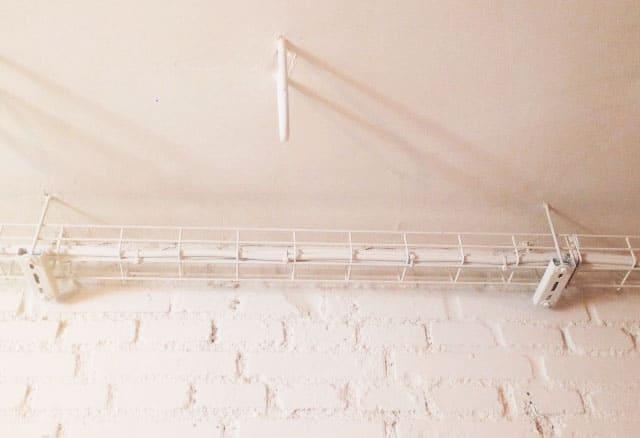 ¿Cómo puedo tapar una bandeja de cableado?
