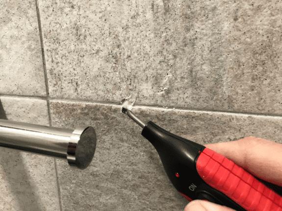 reparando agujero con ceras