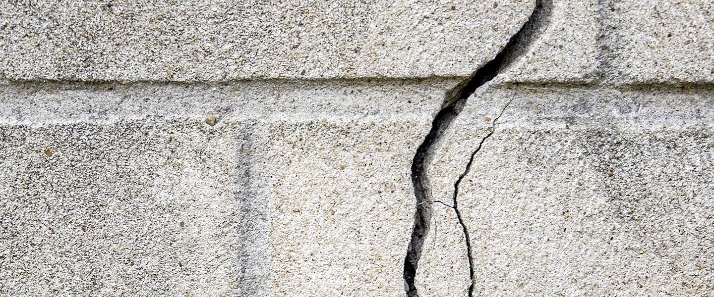 Reparar grietas en fachadas y muros exteriores