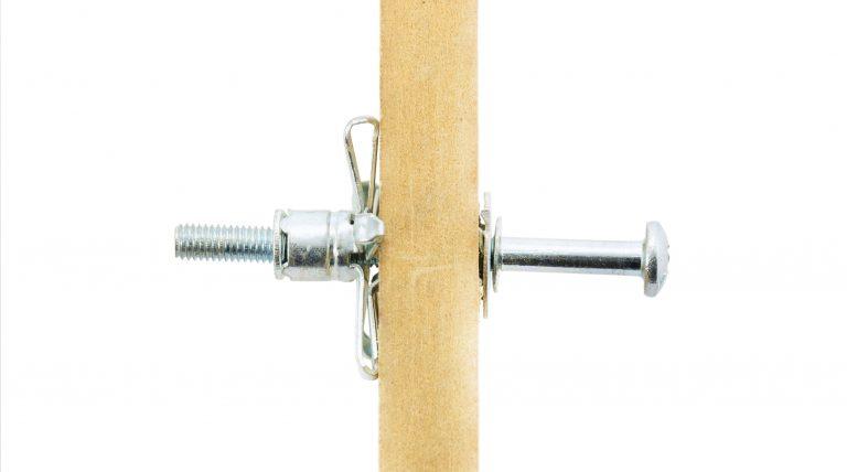 Los tacos metálicos replegables son ideales para paredes huecas.