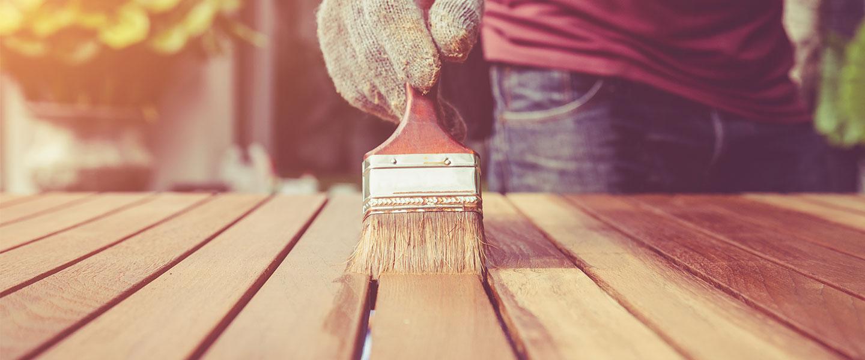 Usos y diferencias entre los productos de acabado para madera